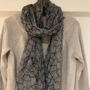 Black and gray geometric line scarf